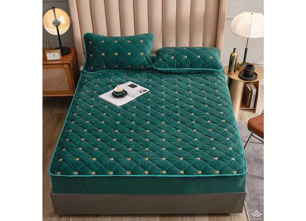 Thảm trải giường lông cừu Gucci màu xanh lá